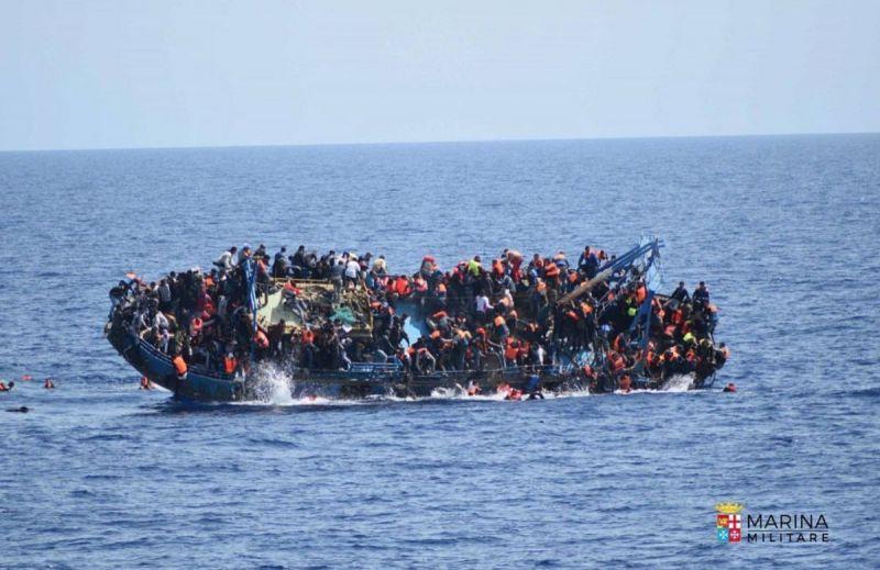 migrantsboatgodown2