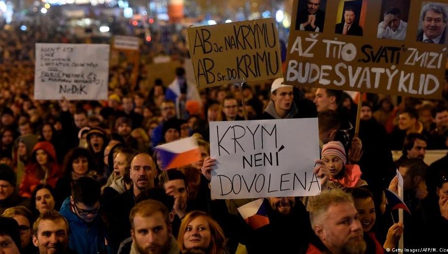 В Чехии начались протесты за отставку главы правительства