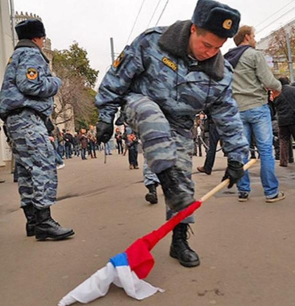 ЕС осудил массовые задержания участников акции Он нам не царь в России